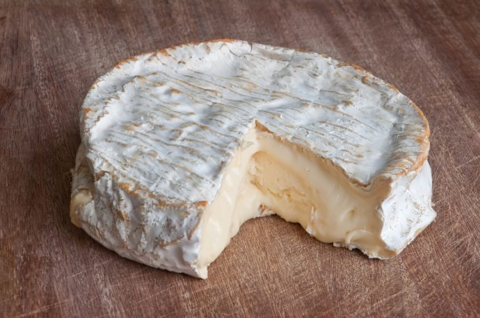 Aparentemente, comer queso puede ser la clave para vivir más años