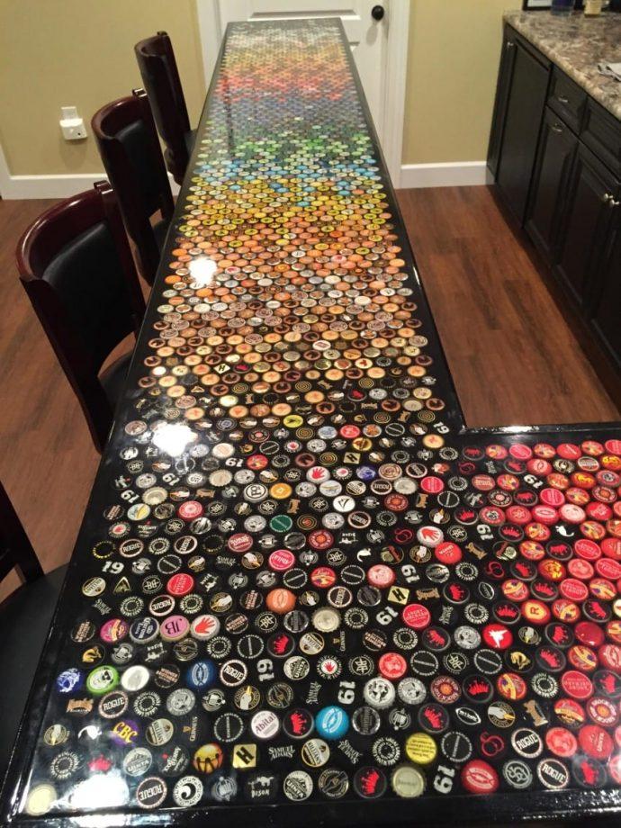 Transforma tu colección de chapas en una barra de bar impresionante