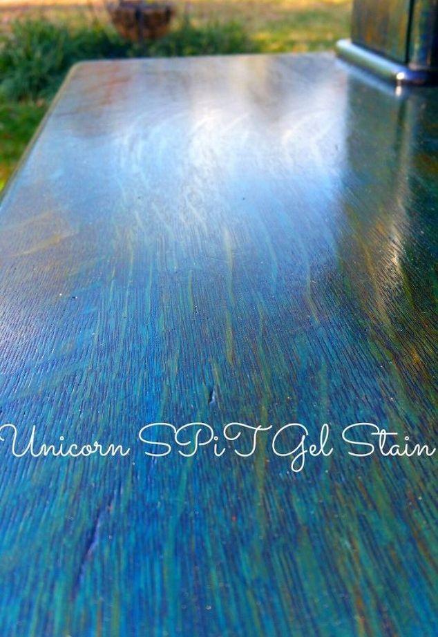 Una nueva forma para raspar la pintura de los muebles antiguos