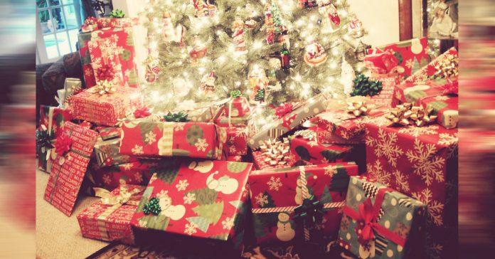 demasiados juguetes anestesia a los pequenxxos de la casa. la regla de los 4 regalos. banner
