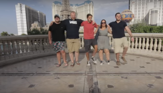 Un chico se viraliza al unirse con 100 personas para conseguir su reto en vídeo