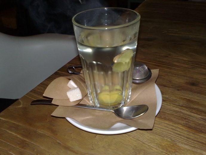 5 Cosas que te ocurren en el cuerpo al beber un vaso de agua con jengibre