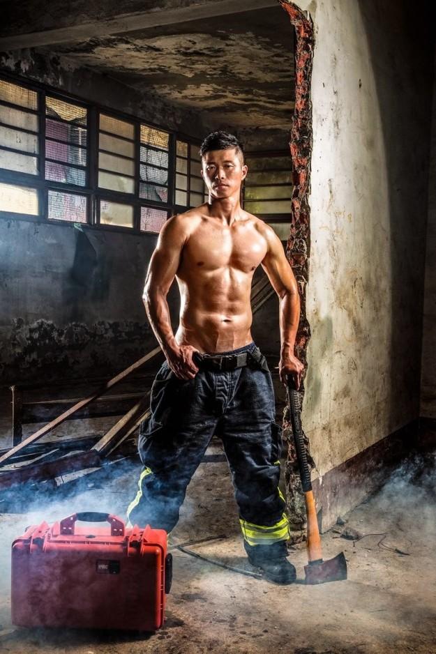 No te cansarás de ver más y más fotos de estos bomberos que apagarán tu fuego de inmediato