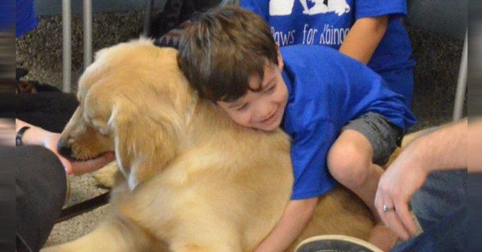 un ninxxo autista que deja que nadie lo toque conecta de forma muy especial con este perro banner