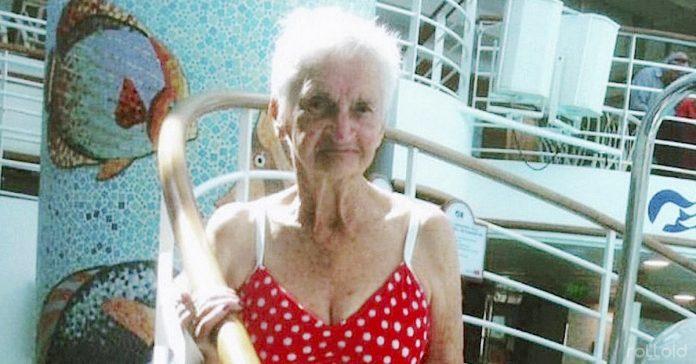 anciana posando bikini foto viral