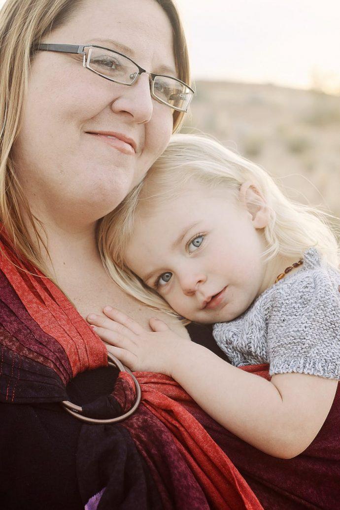 ¿Por qué la mayoría de las madres cogen a sus hijos con el lado izquierdo?