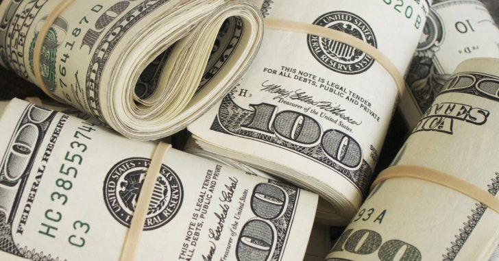 Este anciano encontró 90.000 euros en una caja que su mujer había estado escondiendo durante años
