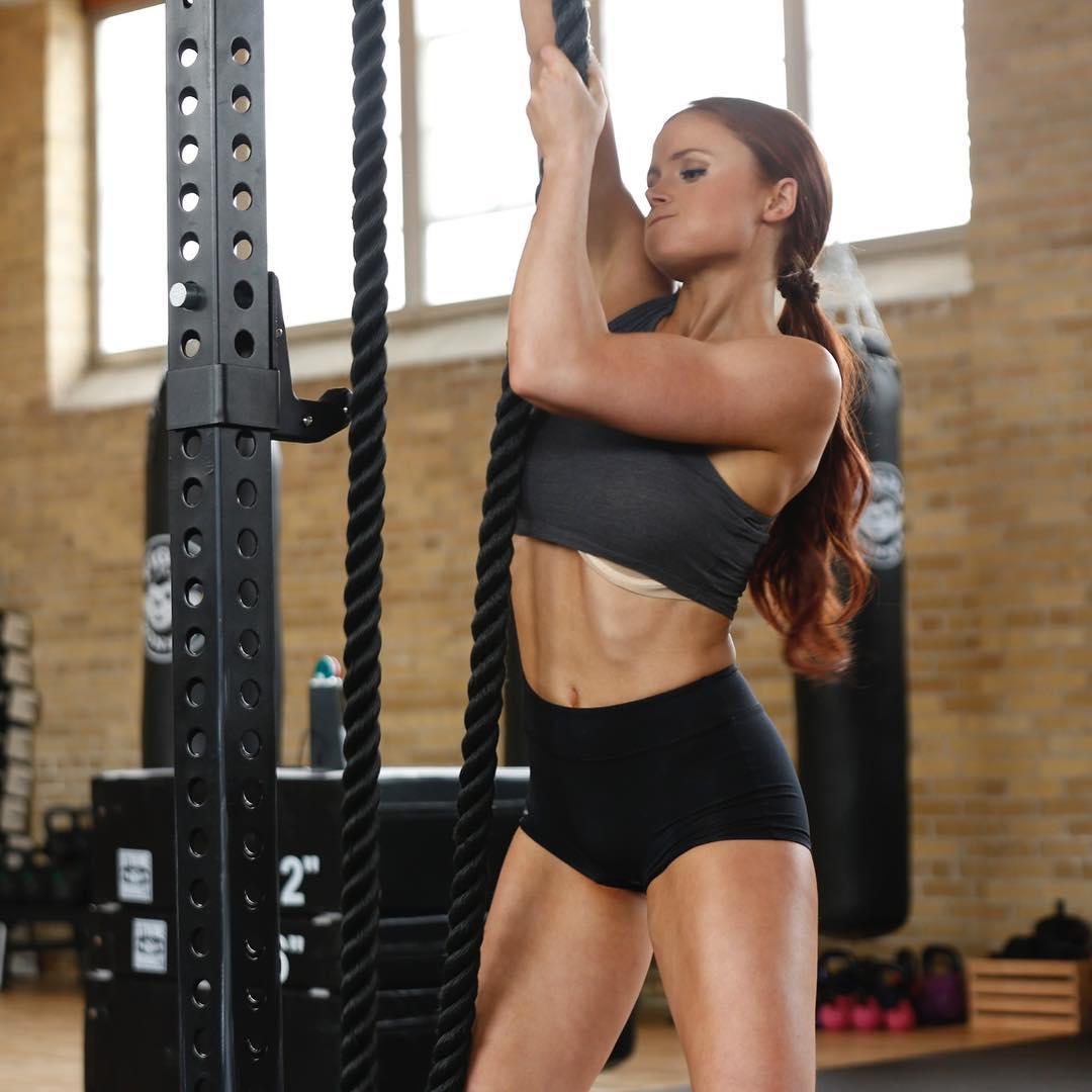 Esta joven superó la anorexia gracias al gimnasio y ahora ama su cuerpo