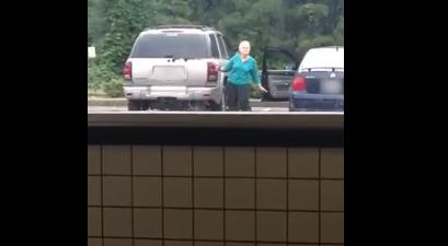 Esta abuela no puede parar de bailar, y sus divertidos movimientos tienen a todo Internet entusiasmado