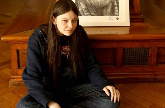 Esta chica de 16 años se presenta a una competición con sólo un lápiz. El resultado es increíble...