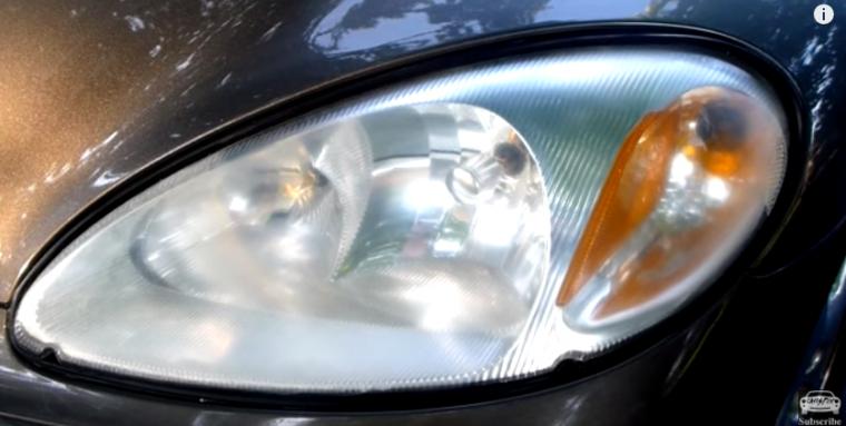 Deja las luces de tu coche como nuevas con este sencillo truco