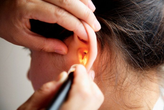 Cómo limpiar bien la cera de los oídos