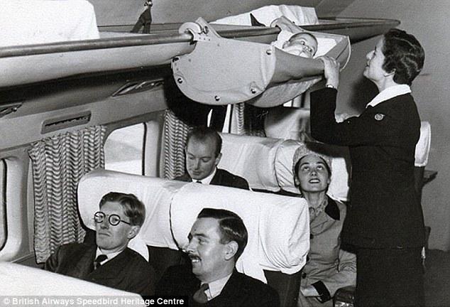Los bebés viajaban en avión de una forma muy curiosa en 1950