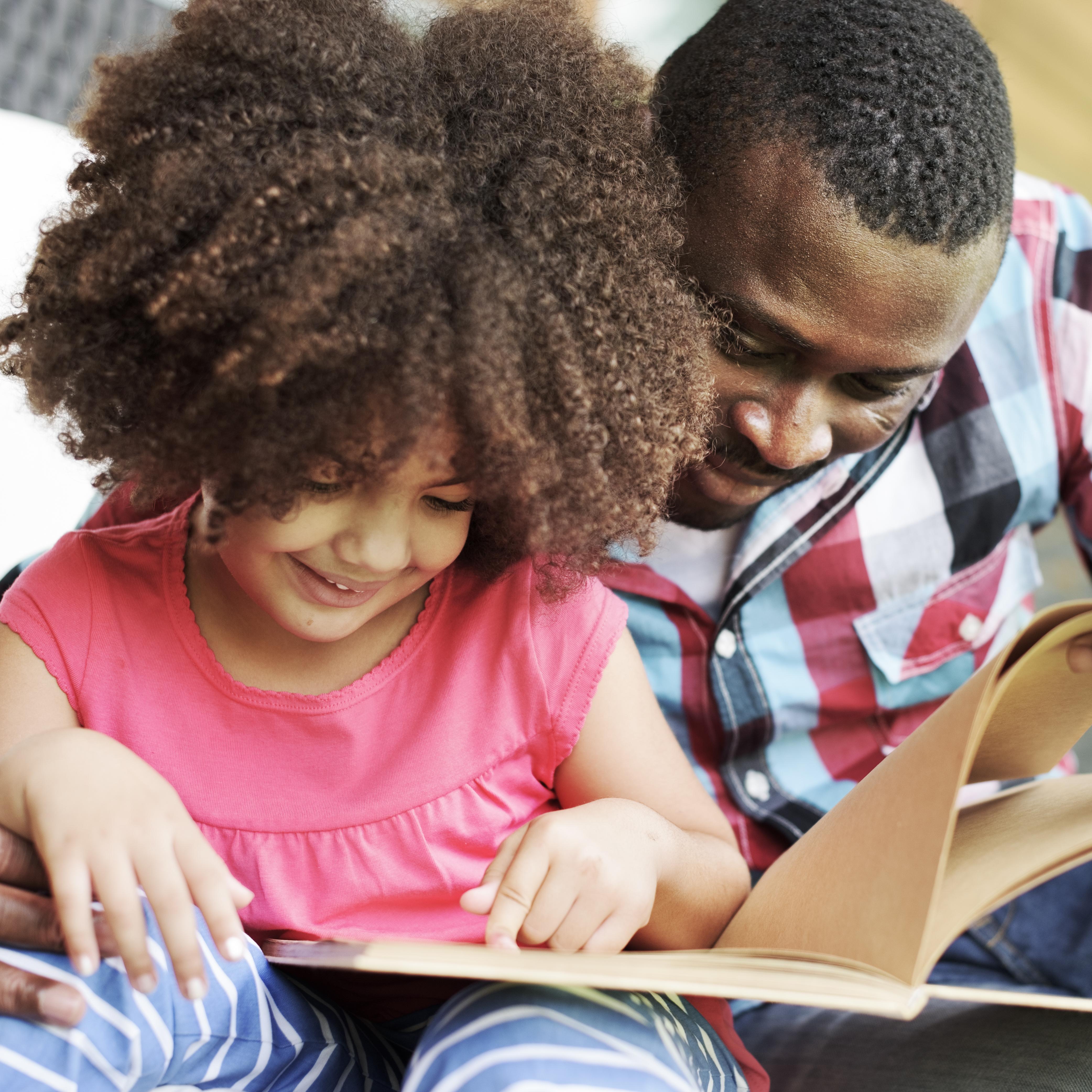 Debemos seguir leyendo en voz alta a los niños incluso cuando son mayores