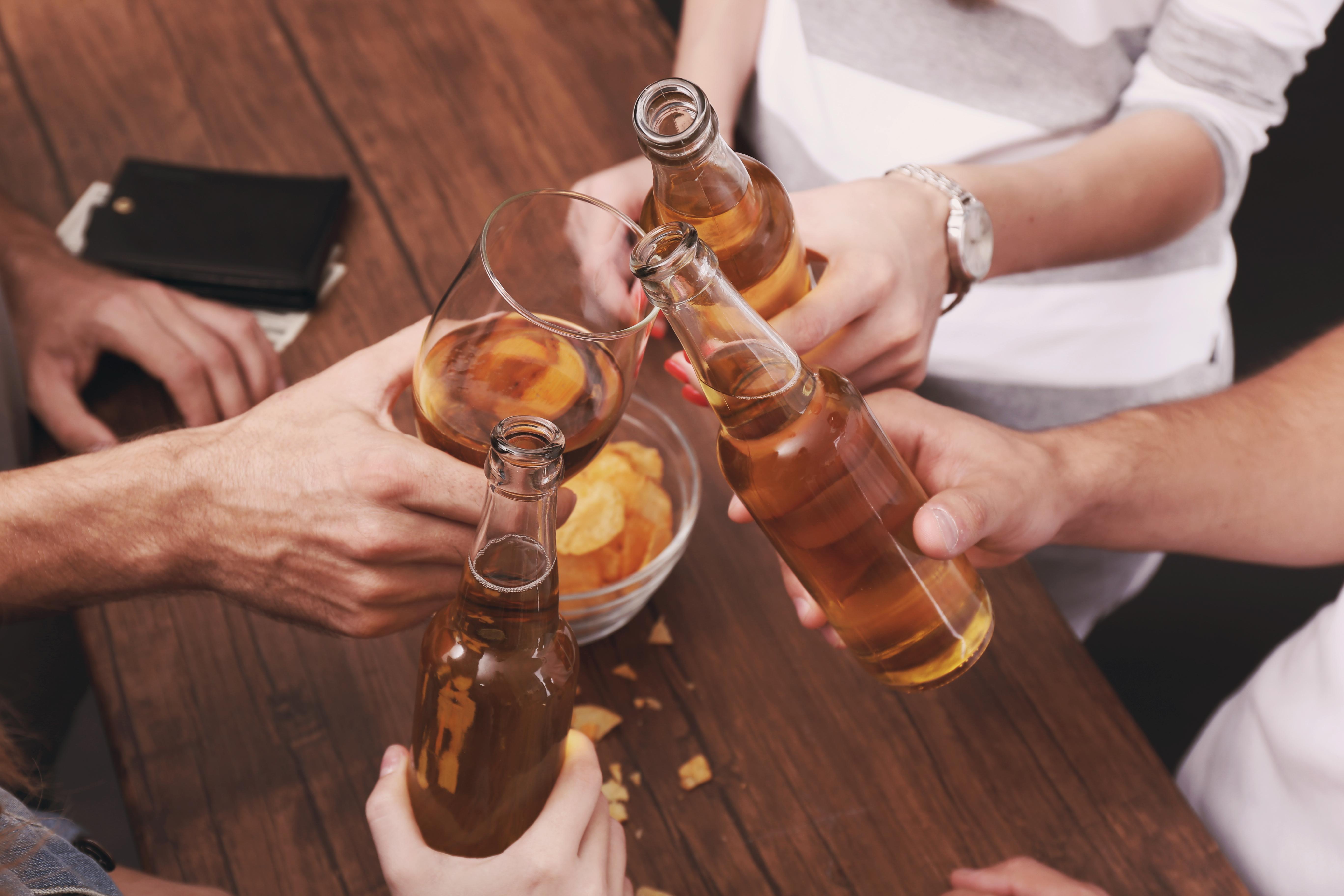 Beber alcohol puede ser bueno para tu bienestar emocional