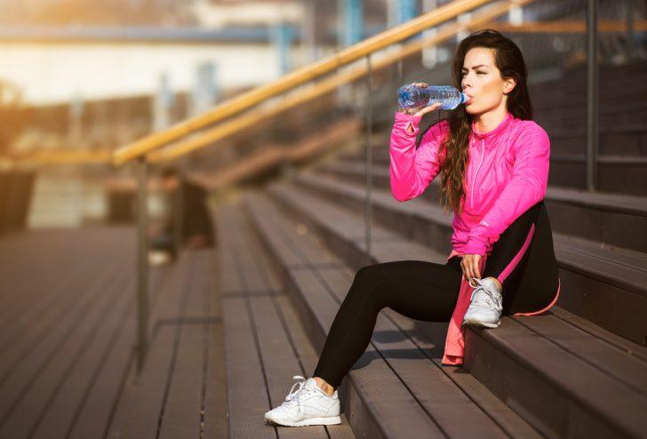 Estas son las causas por las cuales la deshidratación provoca que engordes