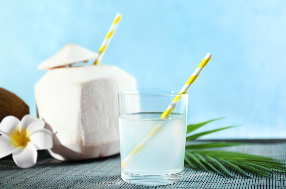 Estos son los beneficios de beber agua de coco