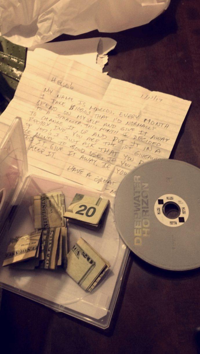 Una mujer encuentra una nota en una película alquilada