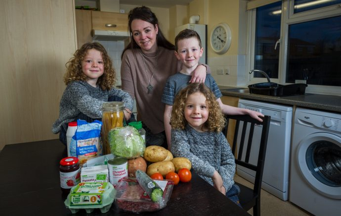La reina del presupuesto consigue alimentar a cinco personas y sus perros con solo 44€ a la semana