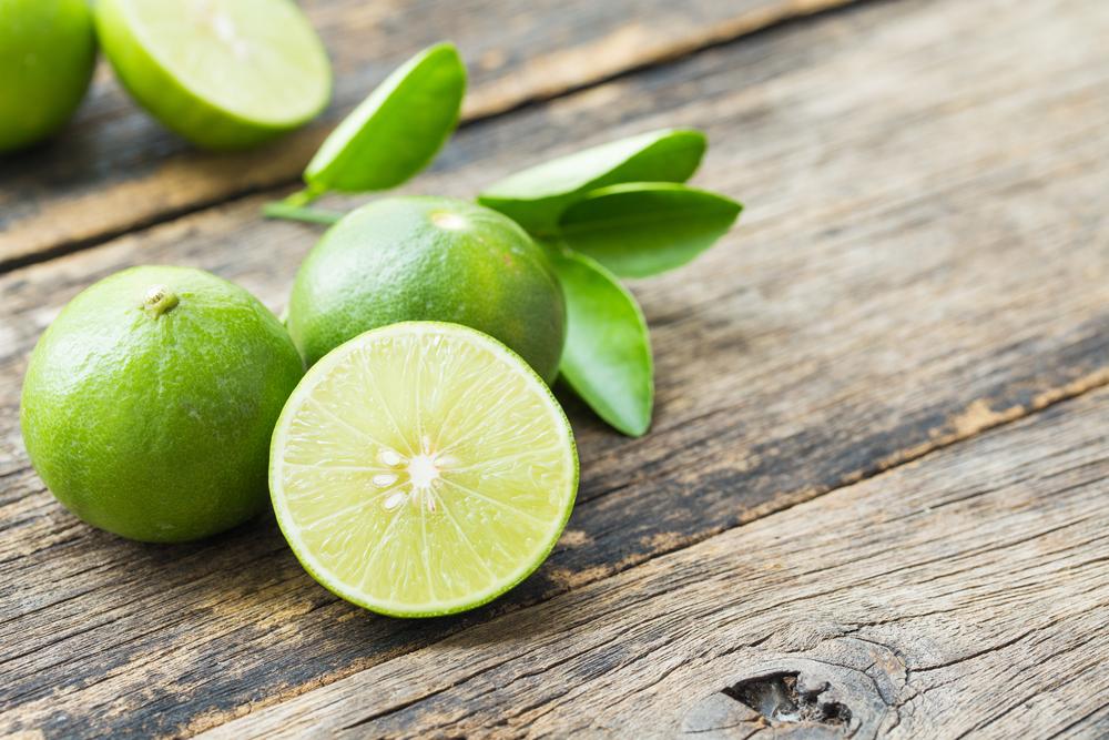 La lima eliminará los malos olores causados por el sudor mejor que el desodorante