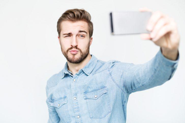 actualizar constantemente tu estado e facebook revela una baja autoestima y narcisismo 02