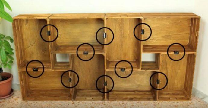 Construye una estantería magnífica reciclando cajas usadas de un supermercado