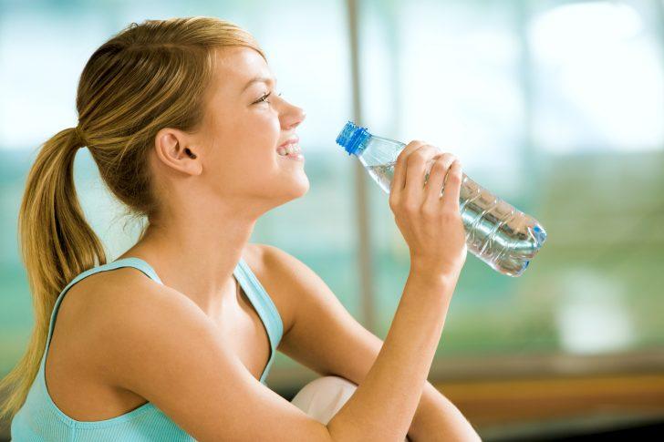 cuantas calorias quemas si bebes 10 vasos de agua al dia 03