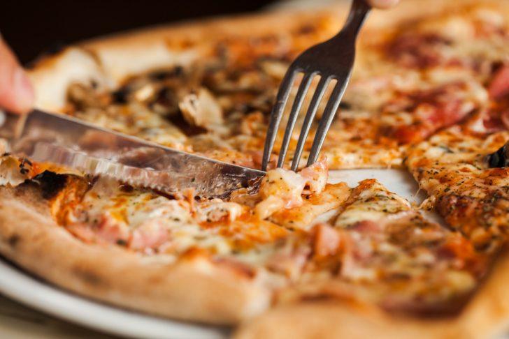 descubre la verdad escondida tras los mitos mas comunes sobre la pizza 04