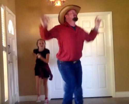 Este vídeo en el que una niña baila con su padre mientras la madre lo graba se ha hecho viral