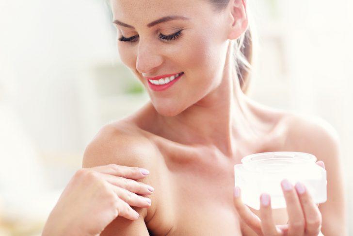 7 Trucos Para Prevenir Y Eliminar Las Típicas Arrugas De La Zona Del Escote