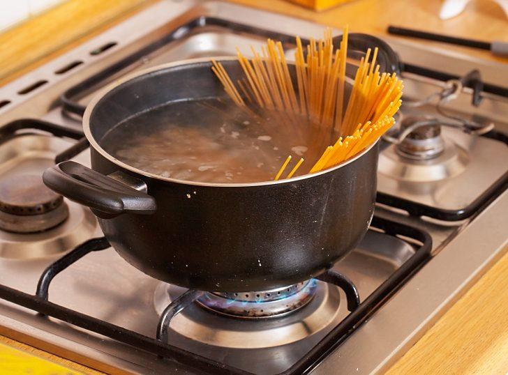 No deberías tirar el agua después de haber cocido ciertos alimentos