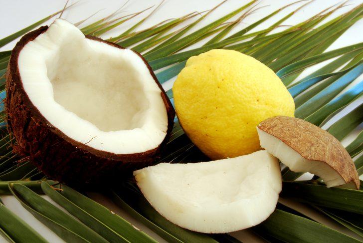 Limón y aceite de coco, los dos ingredientes para acabar con las canas