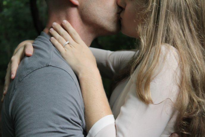 siete cosas que le suceden a tu cerebro cuando le das un beso a alguien 1493024493