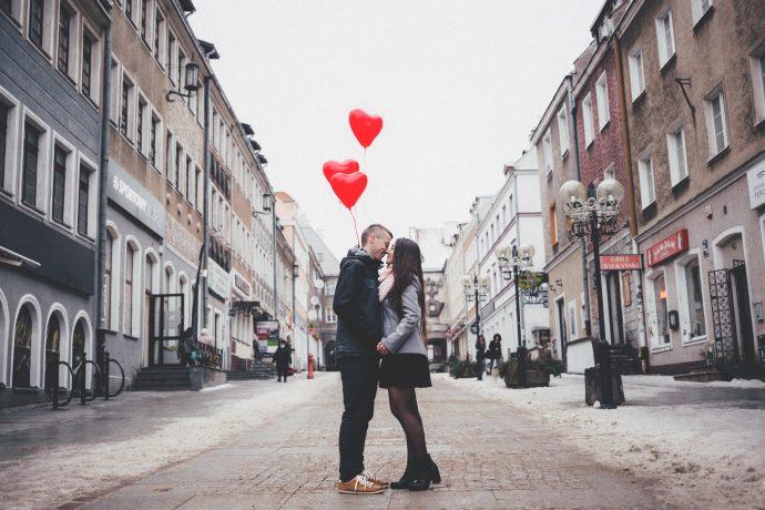 Siete cosas que le suceden a tu cerebro cuando le das un beso a alguien