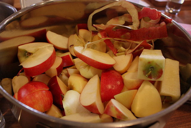 6 restos de alimentos que nunca deberías tirar a la basura