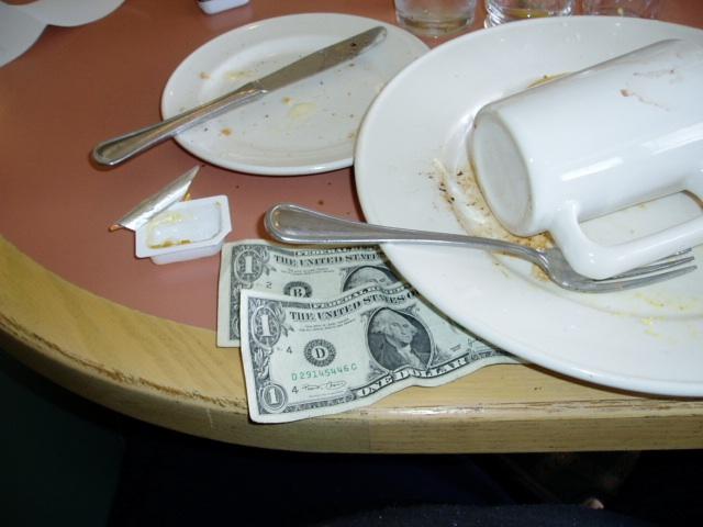 Así es como debes tratar a un camarero si quieres comer tranquilo