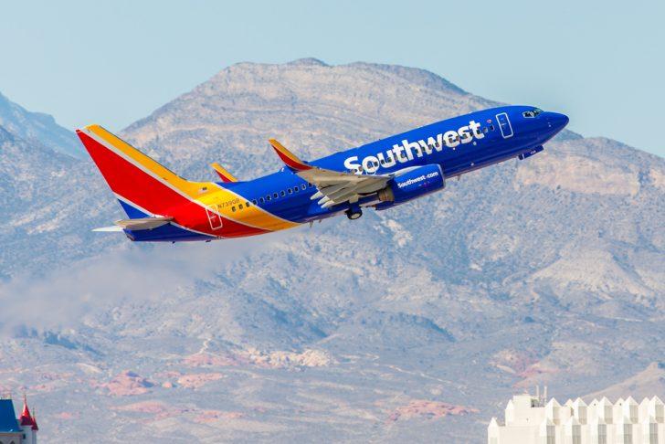 A esta mujer la echaron del avión y no pudo estar más agradecida a la aerolínea