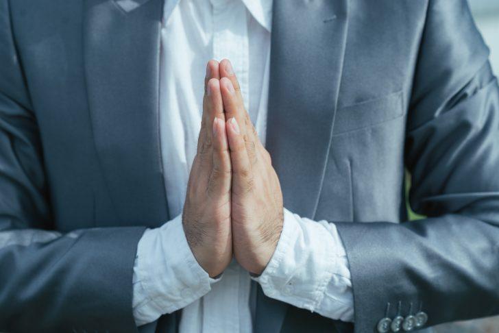 Descubre por qué no deberías estrechar la mano de los demás