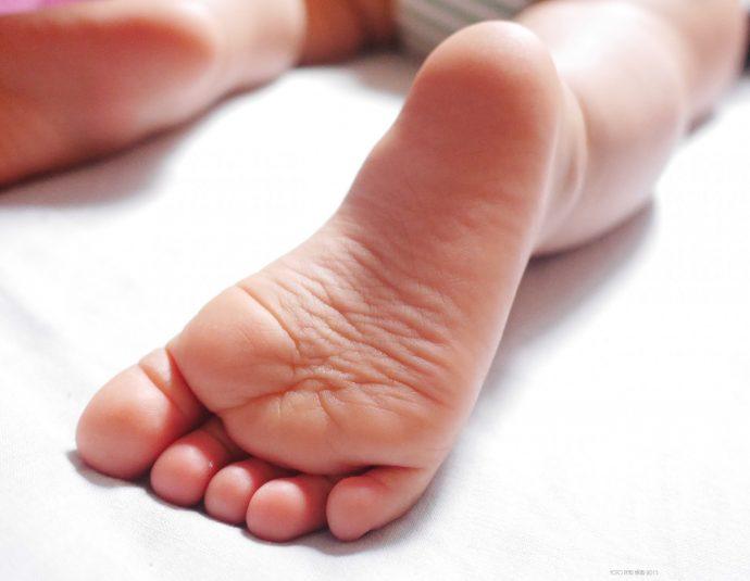 ¿Por qué se nos duermen los pies? Esto es lo que ocurre realmente