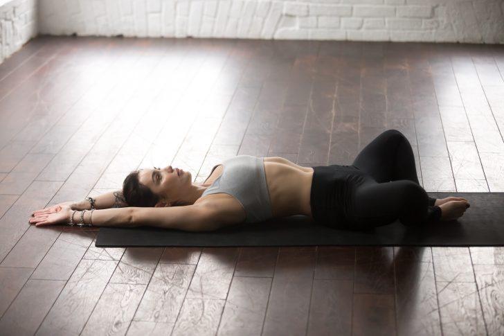 haz estos 10 movimientos antes de acostarte para cambiar la manera en que duermes 05