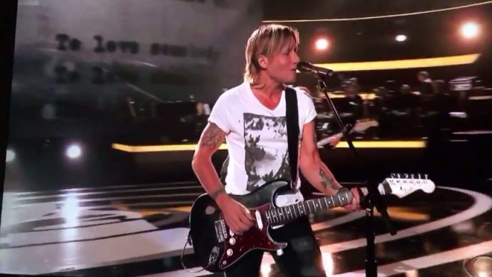 "Keith Urban interpreta ""To Love Somebody"" de los Bee Gees, y consigue conmover al compositor original"