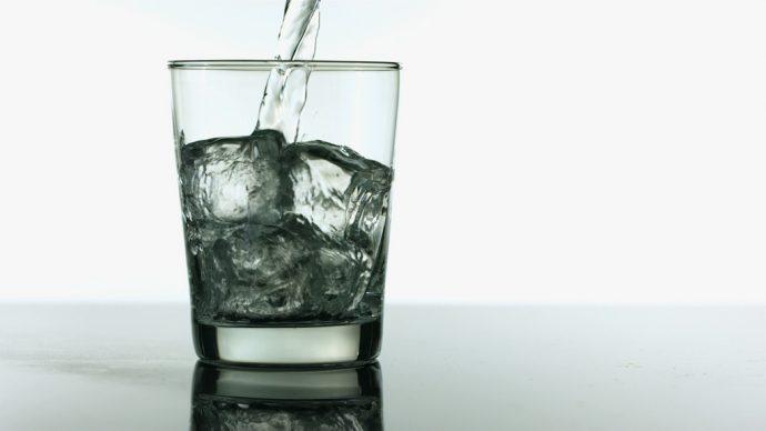 ¿Sabías que el agua embotellada es una de las mayores estafas del mundo?
