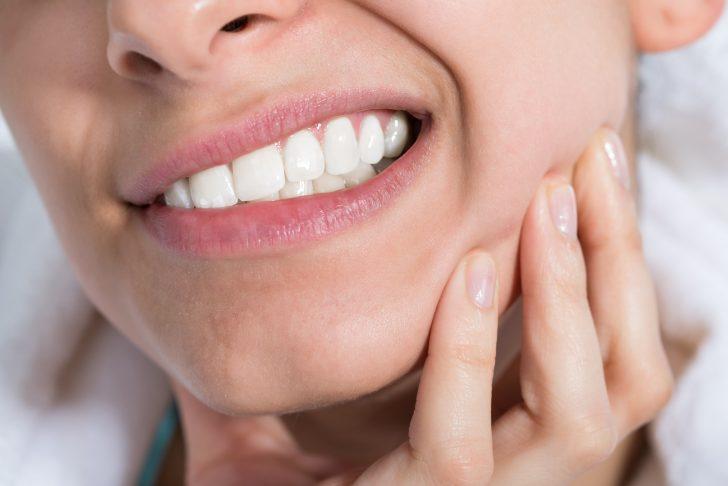 sintomas de un absceso dental y como tratarlo en caso de emergencia 01