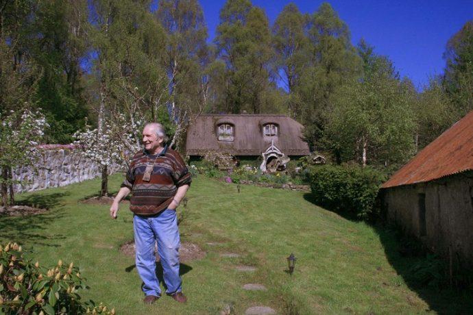 Un super fan de El Señor de los Anillos construye su propia casa de Hobbit a escala real