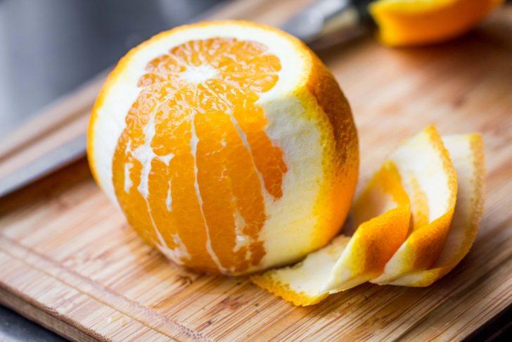naranja pelar piel