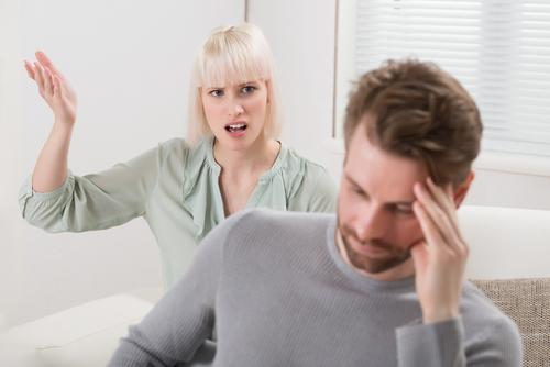 pareja discutiendo3