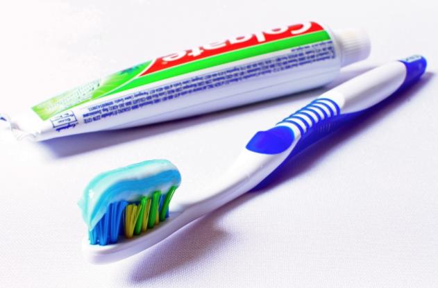 10 Errores que cometemos al cepillarnos los dientes que ponen en juego nuestra salud bucal