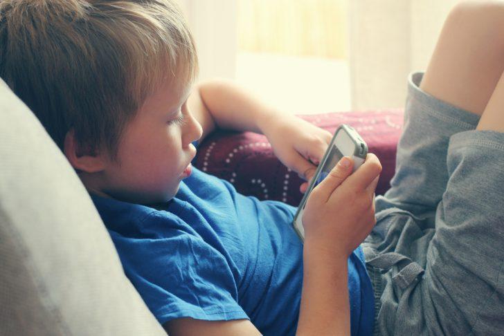 como saber si nuestro hijo esta preparado para tener un telefono inteligente 3