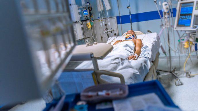 Himanshu Bansal, el médico indio que pretende revivir a los muertos