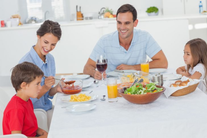 familia come